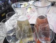 Kevés alkoholt tartalmazó frissítõk meleg nyári napokra: a fröccs remek kánikula ellen