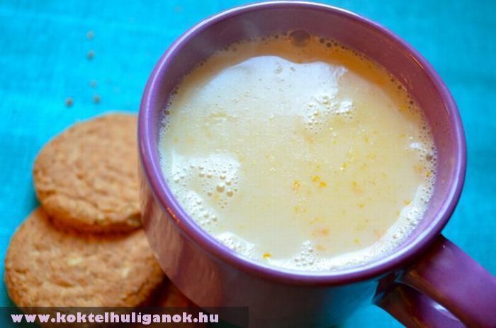 Egy pohár cappuccino keksszel